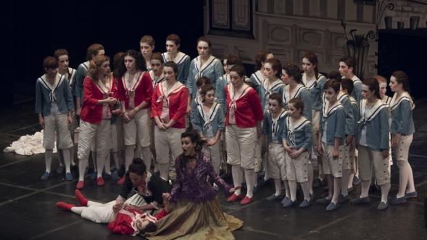 Algunos de los niños que participan en esta ópera, que se representa en el Teatro de Rojas