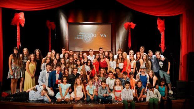 Foto de familia de la asociación juvenil