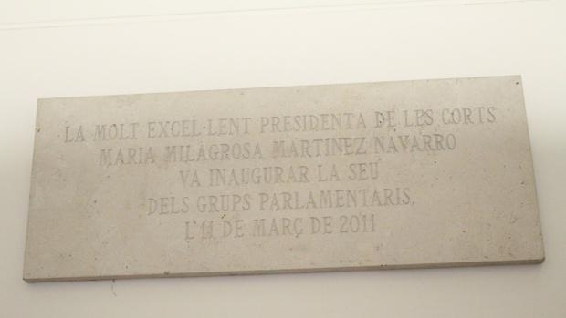 Imagen de una de las placas que alude a Milagrosa Martínez