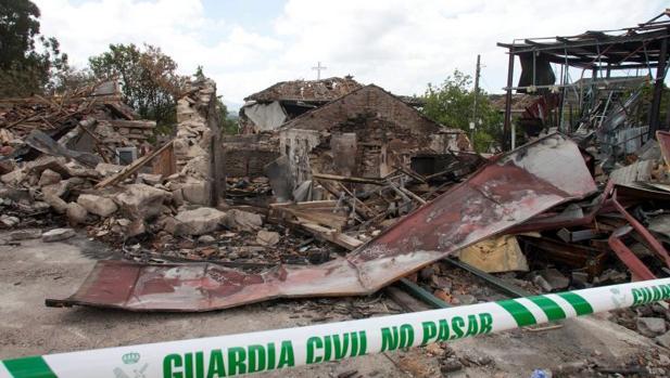Zona cero de la parroquia de Paramos en Tui donde estalló el almacén de explosivos