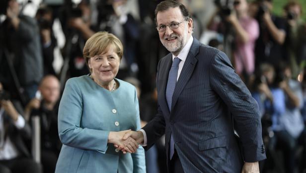 La canciller junto a Rajoy, en junio de 2017 en Berlin