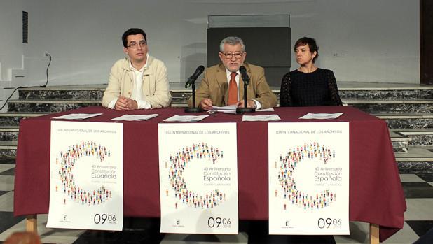 El consejero de Cultura, Ángel Felpeto, en la presentación junto a Carlos Flores