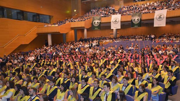 Vista general de los graduados de la UCV