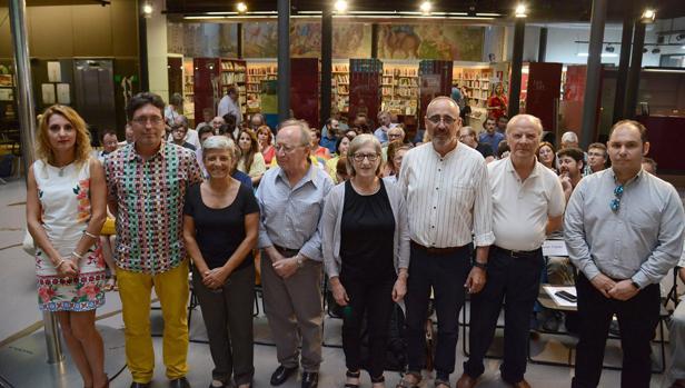 Imagen del presidente y el vicepresident de ACPV junto a los vicerectores de las universidades y el presidente de la AVL