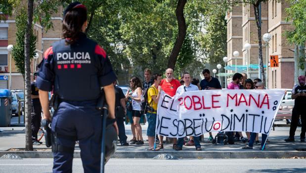 Radicales protestan por la detención de una persona vinculada, presuntamente, al escrache al juez Llarena