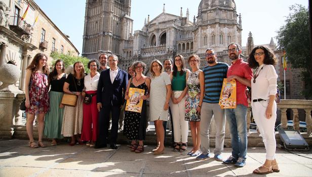 Foto de familia de todos los responsables organizadores del Festival