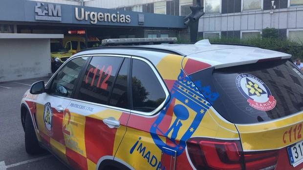 El Samur trasladó a la víctima al Hospital de La Paz, donde tuvo que ser operado de urgencia