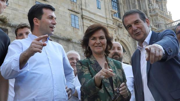 Gonzalo Caballero con Carmen Calvo y el alcalde de Vigo en Santiago