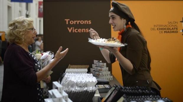 La alcaldesa madrileña, ayer, en el Salón Internacional del Chocolate, en el Palacio de Cibeles