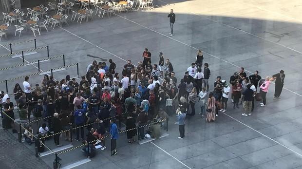 Fans de U2 esperan a las puertas del Wizink Center