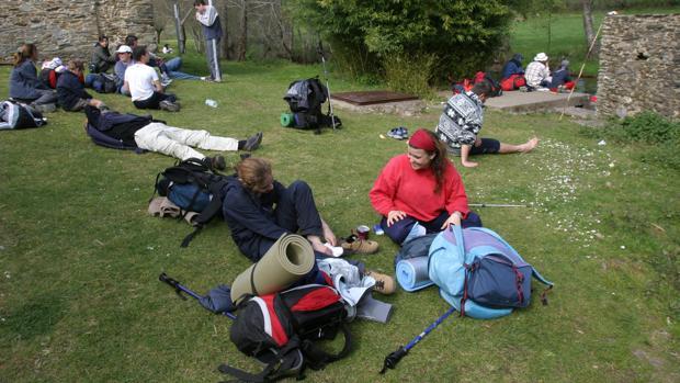 Un grupo de peregrinos descansando