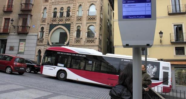Parada de los autobuses urbanos en la plaza de Zocodover
