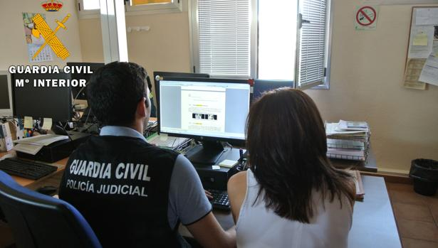 La Guardia Civil recomienda el uso de tarjetas monedero o tarjeta de débito