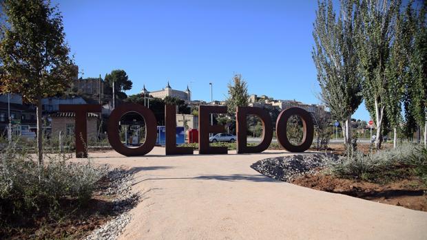 Letras que conforman la palabra «Toledo» con vistas al Casco