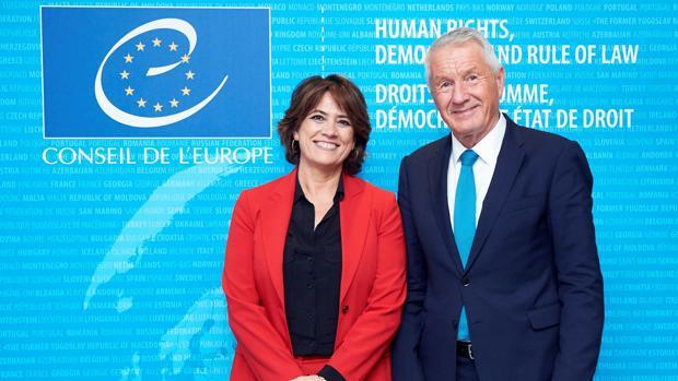 Dolores Delgado, junto al secretario general del Consejo de Europa, Thorbjorn Jagland