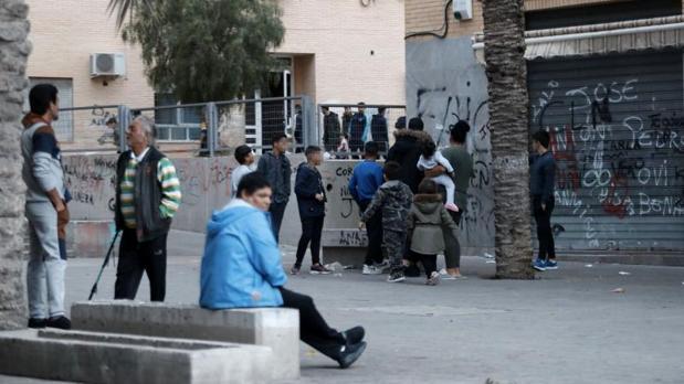 Calle de Alicante donde fue encontrado el cadáver con seis tiros el pasado domingo