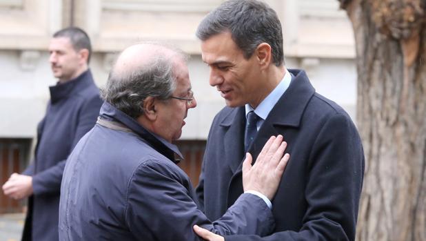 Herrera y Sánchez se saludan en el marco dela Cumbre Hispano-Lusa celebrada el pasado 21 de noviembre en Valladolid