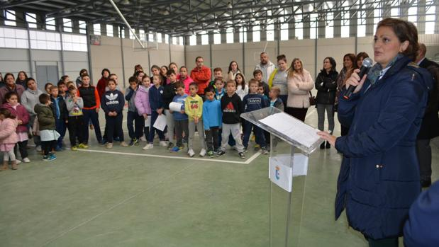 La vicepresidenta María Ángeles García se dirige a los asistentes durante la inauguración