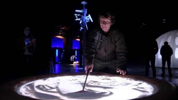 Petr Nikl, ayer, durante la inauguración de su exposición «Orbis Pictus» en Matadero Madrid