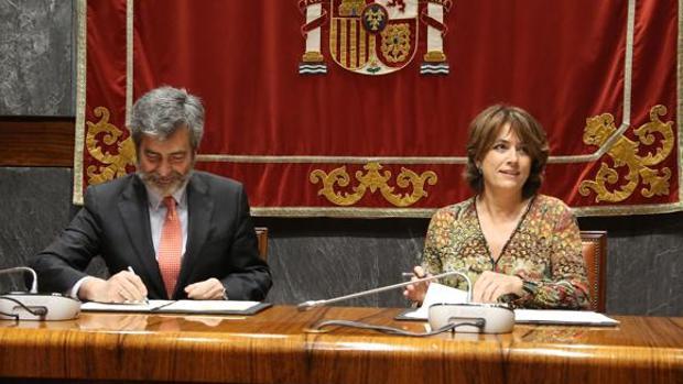 El presidente del CGPJ, Carlos Lesmes, y la ministra de Justicia, Dolores Delgado