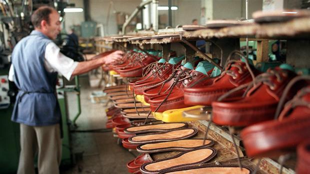 El declive de la industria aragonesa del calzado ha azotado demográficamente a la comarca del Aranda