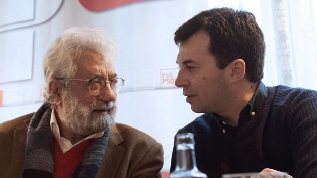 Caballero (d) y Bieito Ledo, candidato en Xunqueira de Ambía, este miércoles