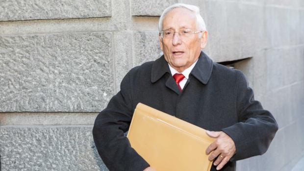 El expresidente del consejo de administración, Atilano Soto llega a la segunda jornada de declaraciones en el juicio de las prejubilaciones de Caja Segovia