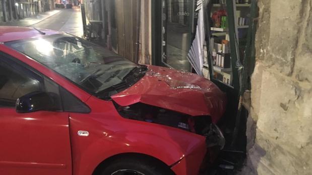 El conductor del vehículo ha dado positivo tras empotrarse contra un escaparate en Valladolid