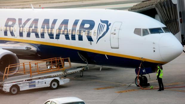 Avión de Ryanair en el Aeropuerto Adolfo Suárez de Madrid-Barajas