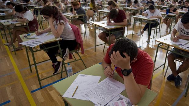 Estudiantes de Bachillerato, durante un examen