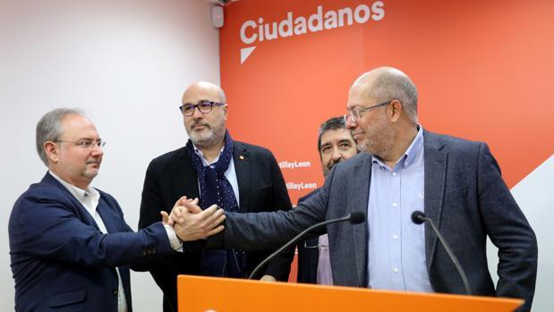 Igea dijo que si pierde contra la expresidenta de las Cortes volverá a su profesión de médico aunque se mantendría en Cs.