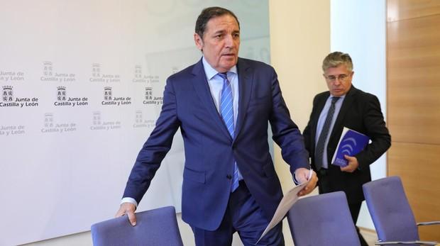 El consejero Sáez Aguado, durante la rueda de prensa