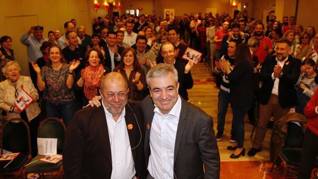 Francisco Igea, ayer en Valladolid, arropado por el responsable de Economía de Cs, Luis Garicano