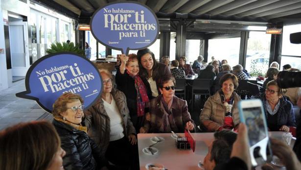 Claudia Alonso, en un encuentro con mujeres en Toledo