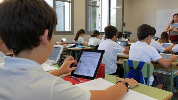 Alumnos del colegio Caxton College en Sociales