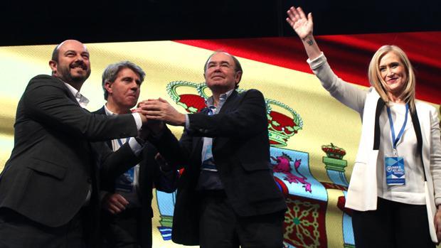 Rollán (izq.), Garrido y García-Escudero, junto a Cifuentes en un acto de partido