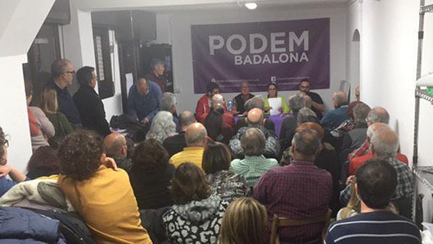 Imagen de la asamblea de Podem en Badalona
