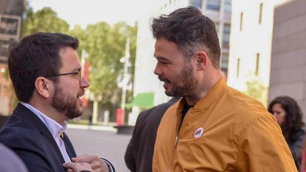 El número dos de ERC para las elecciones generales, Gabriel Rufrián, y el vicepresidente de la Generalitat, Pere Aragonès