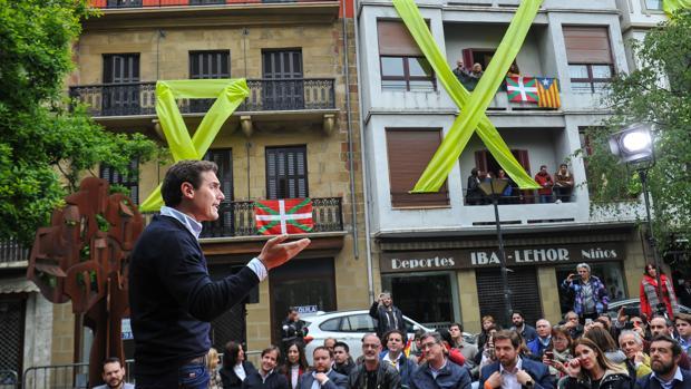 El líder Cs, Albert Rivera, durante su mitin en la localidad de Rentería