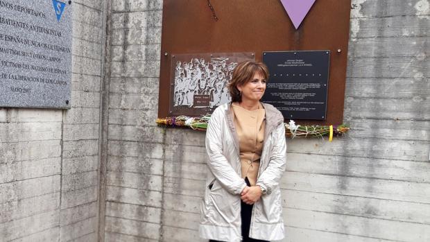 Dolores Delgado, ayer, durante su visita a un antiguo campo de concentración