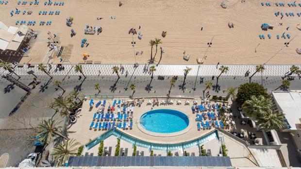 Instalaciones del Hotel Cimbel de Benidorm, en la playa de Levante