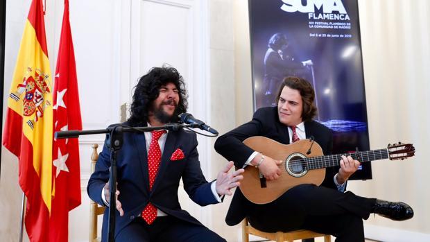 Rancapino Chico y Paco León, ayer, en la Real Casa de Correos