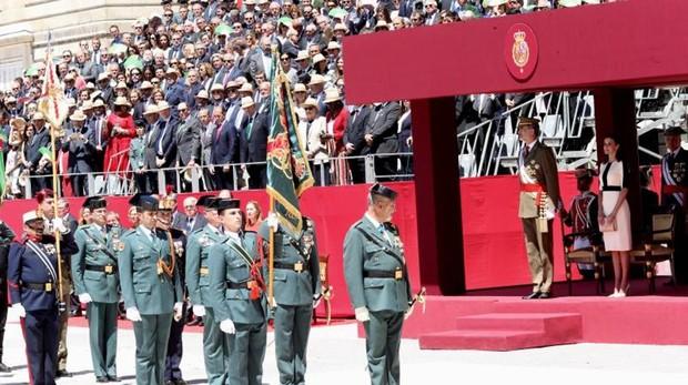 Los jefes de las fuerzas que participaron en el acto se preparan para recibir el saludo de Don Felipe
