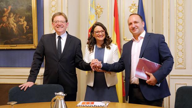 Ximo Puig, Mónica Oltra y Rubén Martínez Dalmau escenifican el inicio del nuevo acuerdo de Gobierno