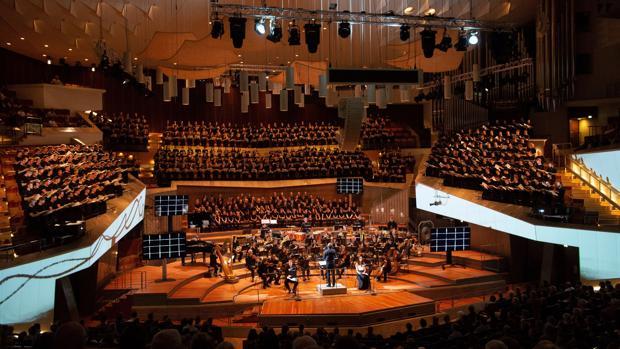 Las chicas del coro del Orfeó Català se graduaron en el corazón de la capital alemana formando parte de un coro inmenso