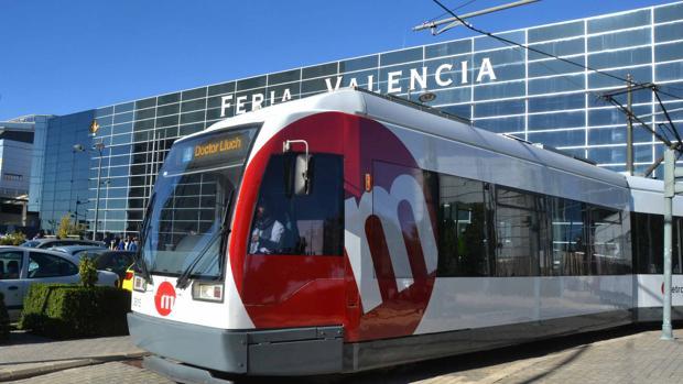 Línea 4 de tranvía que circula hasta Feria Valencia, donde se celebra este fin de semana el Salón del Manga