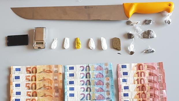 Parte del material y dinero decomisado a los detenidos