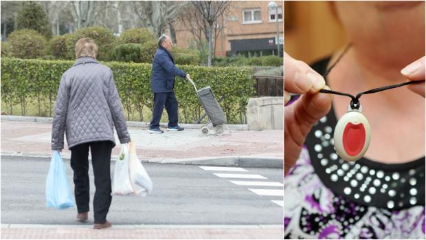 Dos ancianos caminan por Vallecas; a la dcha, una mujer sujeta un dispositivo de teleasistencia