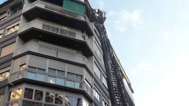 Edificio en el que se hallaba el anciano de 85 años hallado muerto en Alicante