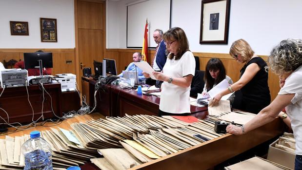 Un momento del recuento oficial realizado por la Junta Electoral de las elecciones municipales de León